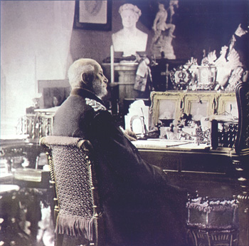 Wilhelm I of Prussia seated at his desk. Stereoscopic image used in the Kaiser-Panorama.