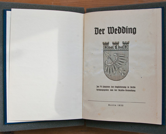 Frontispiece of Der Wedding
