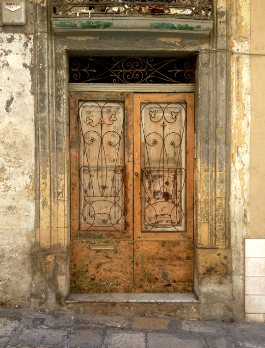 Door, Valletta