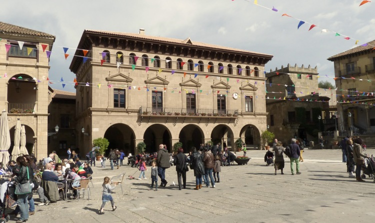 The main square in Poble Espanyol