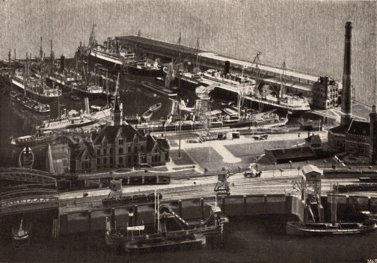 Photograph of the model of Hamburg's port