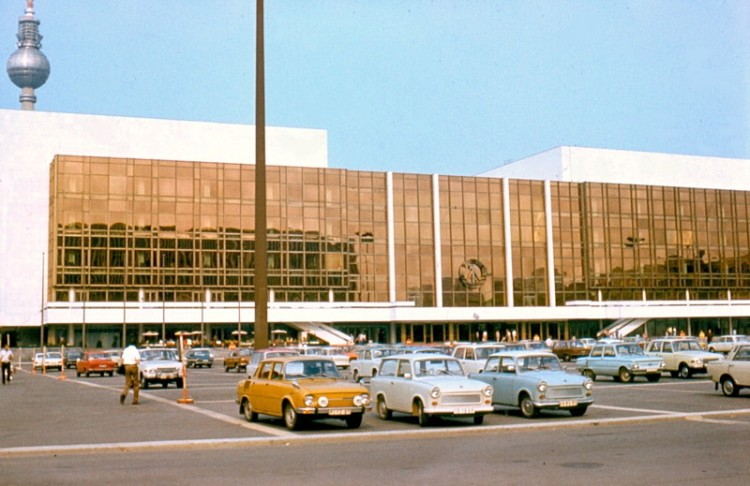 Palast_der_Republik_01_june_1977